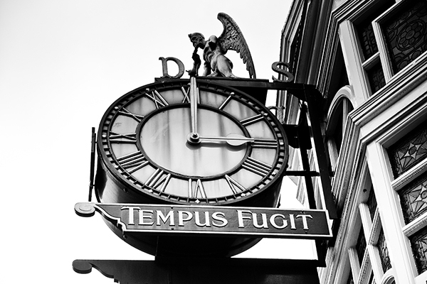 Tempus Fugit Clock